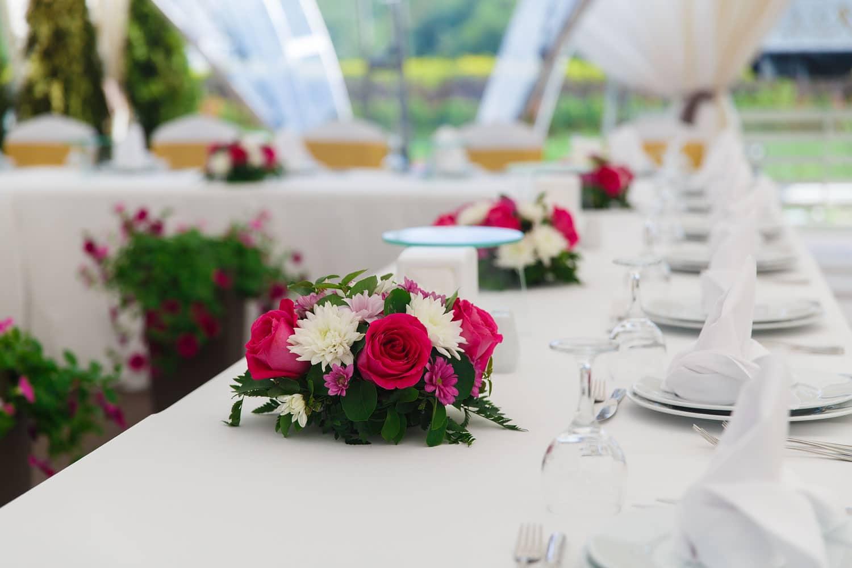 Hochzeitsfloristik - Blumengesteck am Tisch