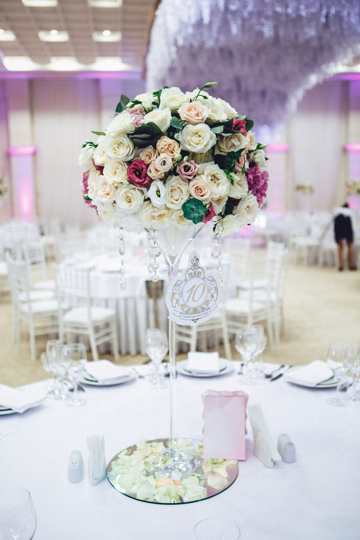 Hochzeitsfloristik - Tischgesteck auf hohem Gestell