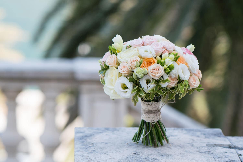 Hochzeitsfloristik - Strauß mit verschiedenen Blumen