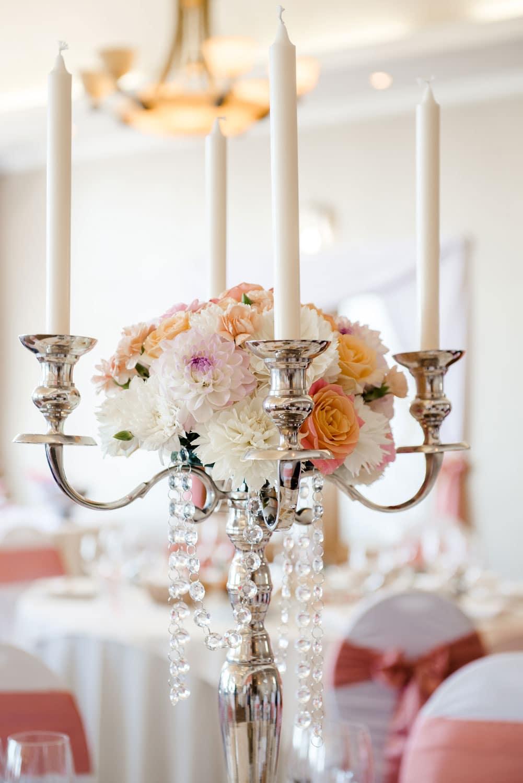 Hochzeitsfloristik - Blumen in Kerzenhalter