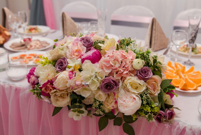 Hochzeitsfloristik - Tischgesteck mit Rosen