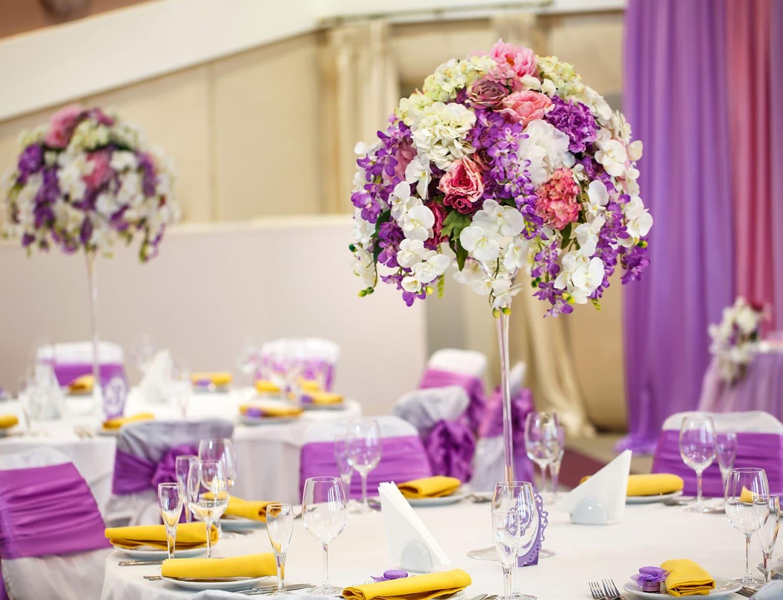 Hochzeitsfloristik - Blumen gesteckt als Kreis
